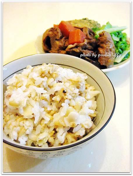 素料豬肉片筑前煮+清燙小白菜+煎九層塔蛋