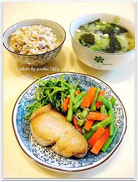 乾煎土魠魚+鮮炒時蔬+清燙綠豆苗