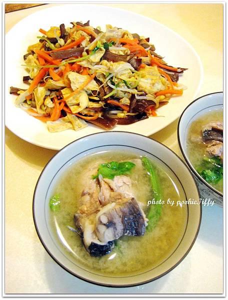 魚肉味噌湯+豆皮炒時蔬