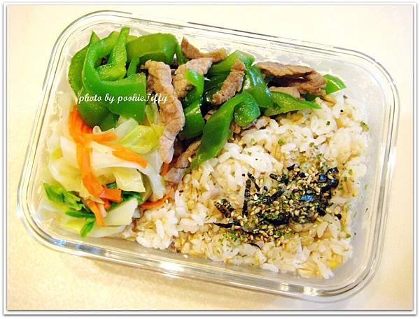 青椒牛肉+水炒高麗菜