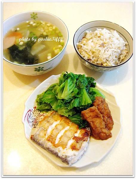 嫩煎白帶魚+水炒大陸妹+滷豆腐+雙色蘿蔔味噌湯