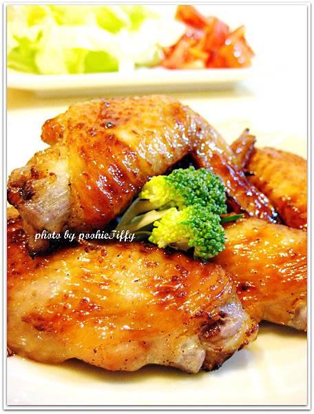 嫩烤雞翅+清燙青花菜+蕃茄美生菜