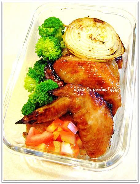 嫩烤雞翅+清燙青花菜+蕃茄美生菜+烤洋蔥圈