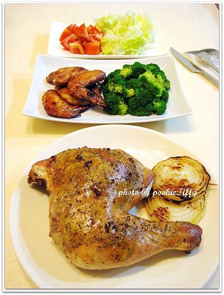 嫩烤雞翅+清燙青花菜+蕃茄美生菜+烤洋蔥圈+義式烤雞腿