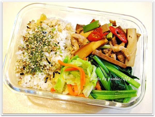 肉絲辣炒豆干+清炒高麗菜+清燙波菜