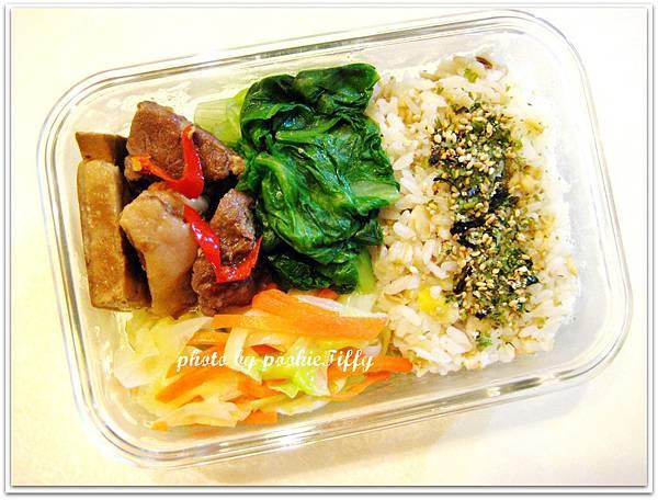辣滷豆干肉塊+燙青菜+水炒高麗菜