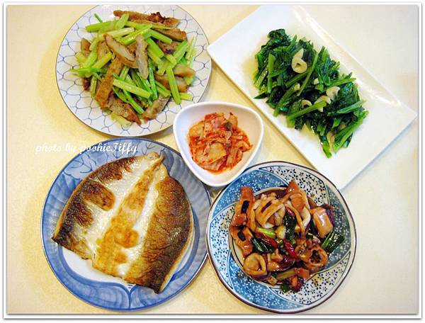 乾煎虱目魚+醬燒小卷+牛蒡甜不辣炒芹菜+水炒A菜+韓式泡菜