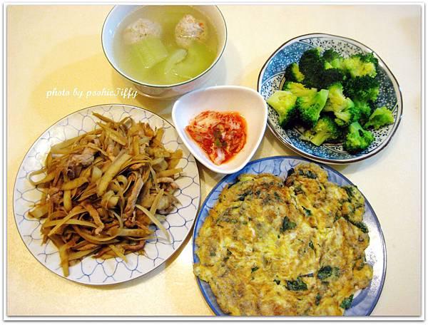 大黃瓜蔬菜魚丸湯+清燙花椰菜+九層塔蛋+牛蒡炒豬肉絲+韓式泡菜
