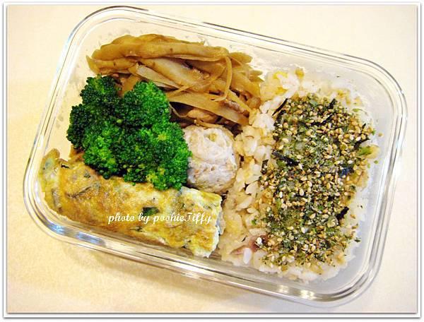 蔬菜魚丸+清燙花椰菜+九層塔蛋+牛蒡炒豬肉絲