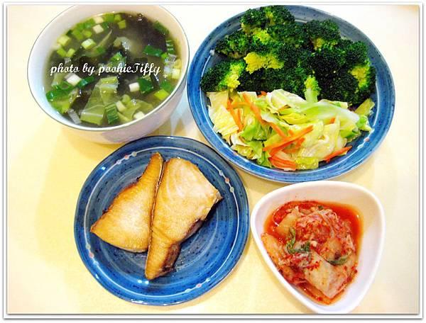 海帶芽味噌湯+清燙花椰菜+水炒高麗菜+香煎土魠魚