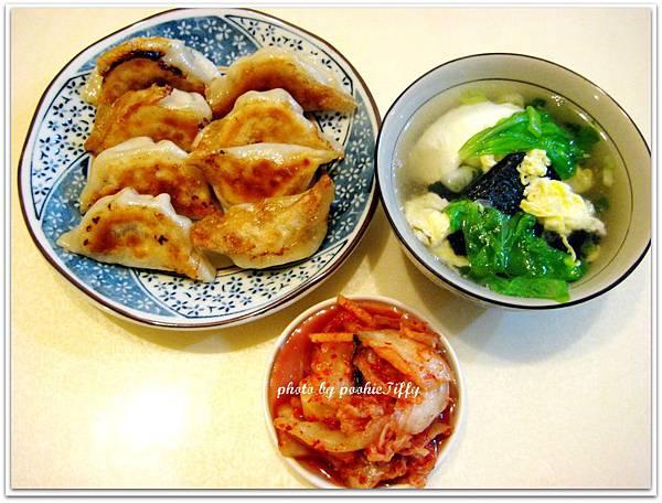 高麗菜煎餃+小白菜蛋花湯+韓式泡菜