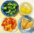 清燙花椰菜+蕃茄炒蛋+乾煎土魠魚+玉米蘿蔔湯