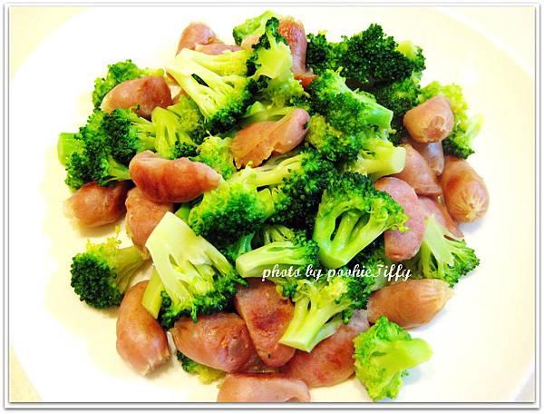 綠花椰菜炒嘟嘟蒜味小香腸