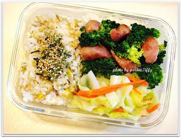 綠花椰菜炒嘟嘟蒜味小香腸+水炒高麗菜