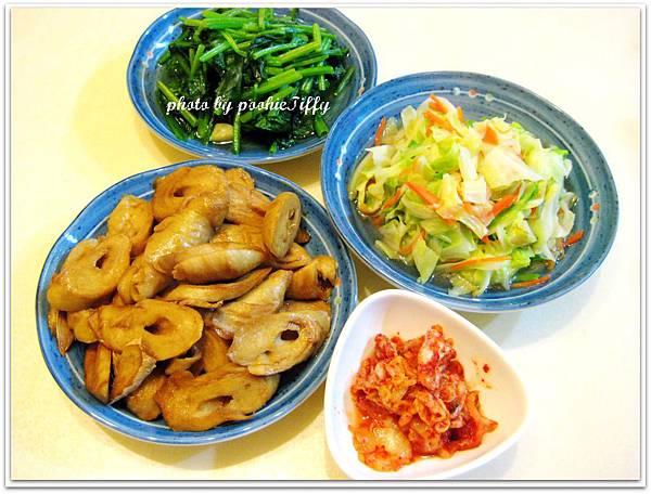 今天是個無肉日 A_Av (麻油素麵腸+蒜味波菜+水炒高麗菜+韓式泡菜)