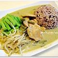 泰式綠咖哩+清燙四季豆/豆芽菜+十穀飯