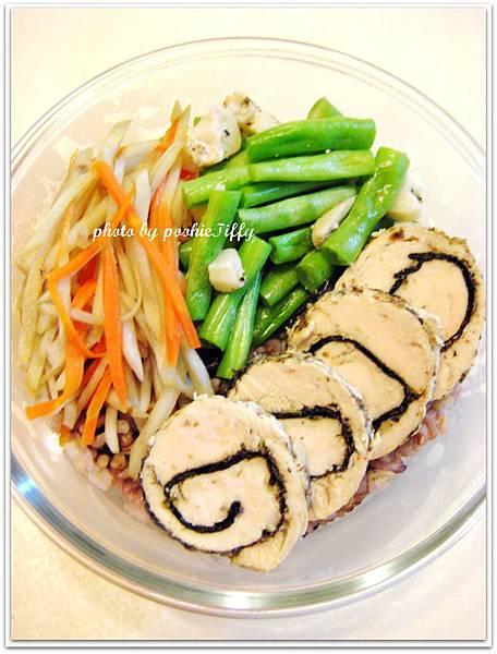海苔香料雞肉捲+蒜香四季豆+雙色牛蒡絲