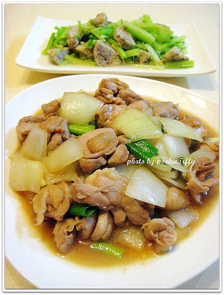 洋蔥爆炒雞腿排+蔬菜魚丸炒芹菜