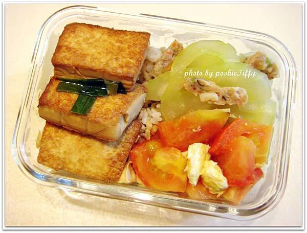 紅燒豆腐+黃瓜水炒自製魚丸+蕃茄炒蛋