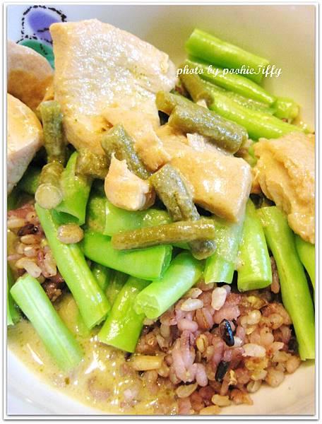 綠咖哩雞飯