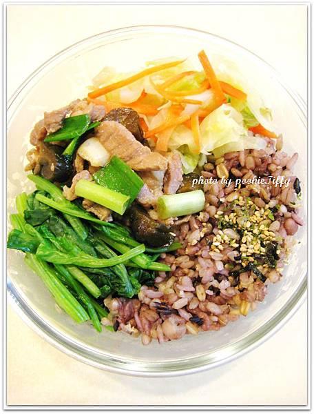 脆瓜蔥爆肉絲+水炒高麗菜+清燙波菜