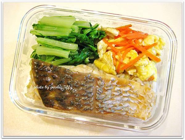 紅蘿蔔炒蛋+清燙小白菜+紅燒鱸魚
