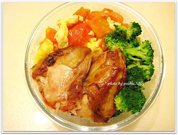 烤雞胸+清燙花椰菜+蕃茄炒蛋