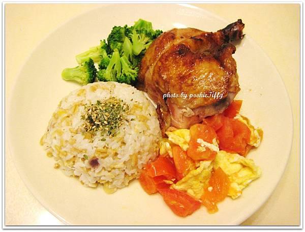 烤雞腿+清燙花椰菜+蕃茄炒蛋