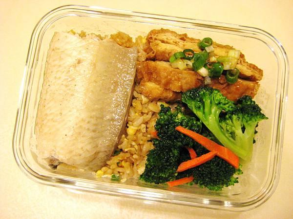 滷虱目魚肚+清炒花椰菜+炸豆皮+蔥花蛋炒飯