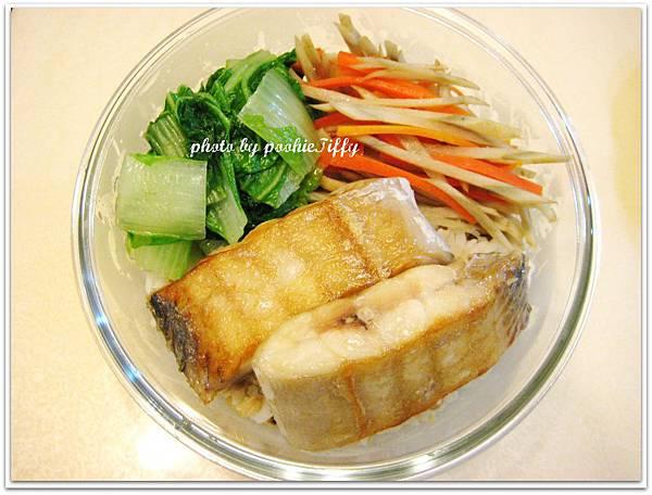 乾煎白帶魚+雙色牛蒡絲+水炒小白菜