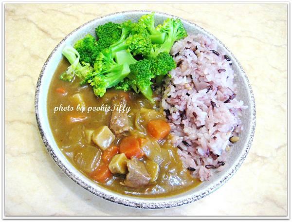 馬偕餐包-咖哩牛肉一包+膳鮮熟飯一盒+燙花椰菜一碗