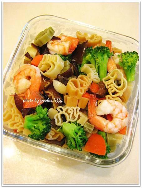 蒜味鮮蝦造型義大利麵