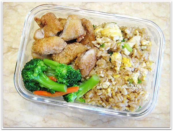 蔥花蛋炒飯+水炒花椰菜+酥炸土魠魚塊