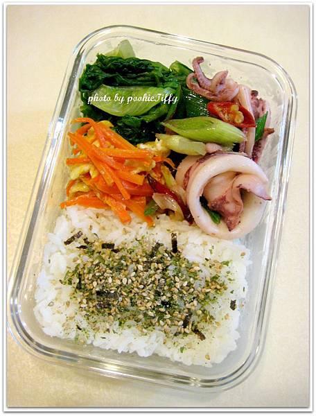 蒜苗辣炒中卷+紅蘿蔔炒蛋+清燙大陸妹