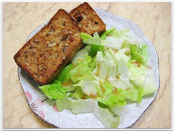 纖維養生吐司+胡麻蘿蔓生菜
