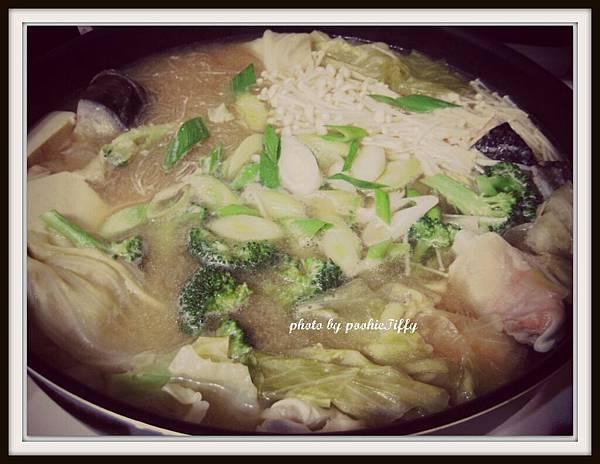 味噌鮭魚頭蔬菜火鍋