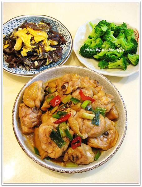 辣味蔥燒雞+木耳炒蛋+清燙花椰菜