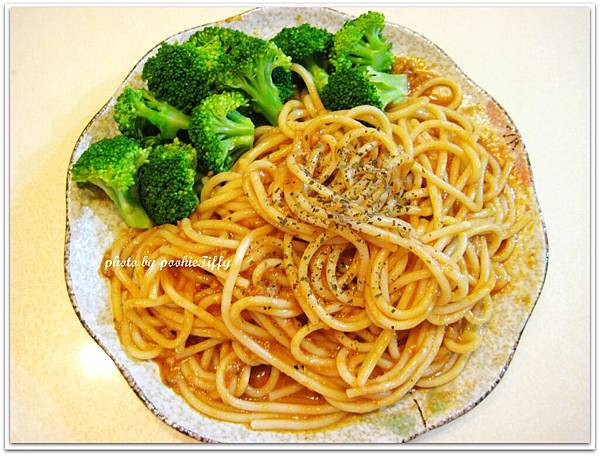 沒有肉的肉醬義大利麵+清燙花椰菜