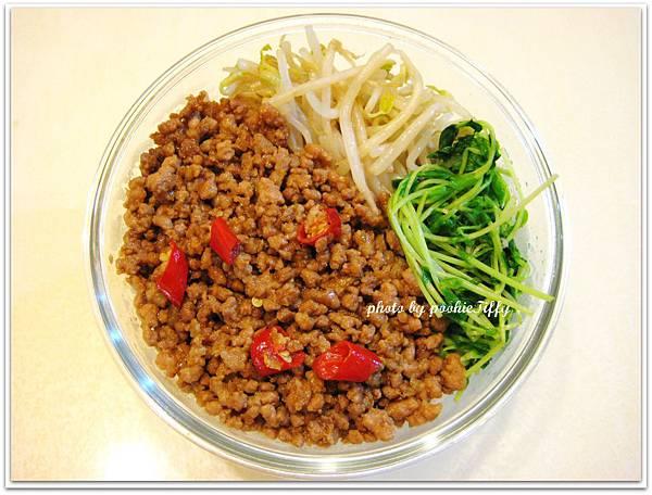 乾燒肉末+清炒豆芽菜+清燙小豆苗