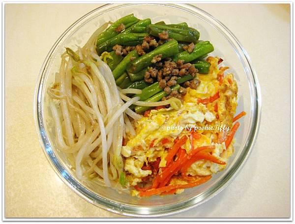 乾煸肉末四季豆+紅蘿蔔炒蛋+清炒豆芽菜