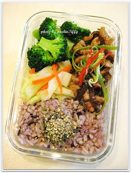 魚香肉絲+水炒高麗菜+清燙花椰菜+十穀飯