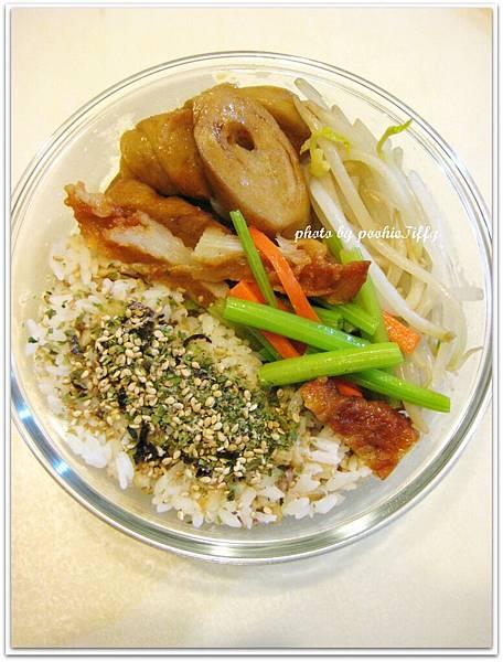 牛蒡甜不辣炒芹菜+醬燒麵腸+水炒豆芽菜