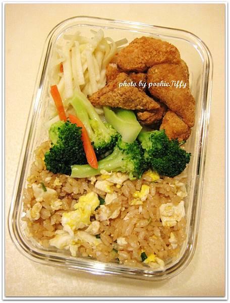 蔥花蛋炒飯+水炒花椰菜+清炒綠竹筍+土魠魚酥