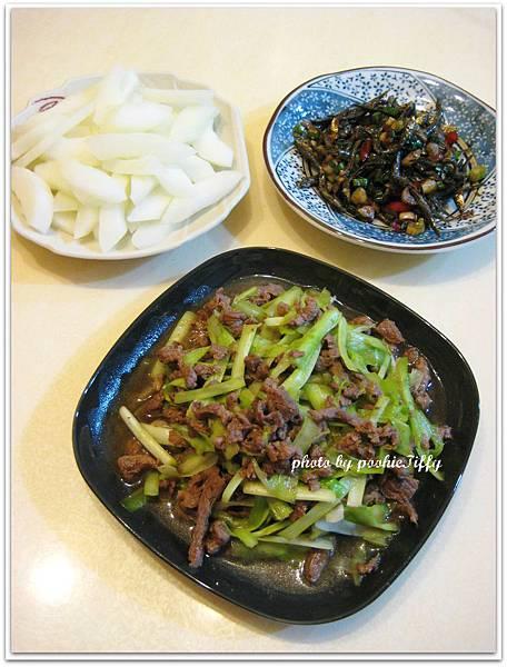 辣炒蒜味丁香+清燙大黃瓜+韭黃炒牛肉