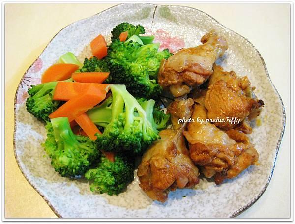 美式辣雞翅小腿四隻+清燙花椰菜一碗+清燙紅蘿蔔