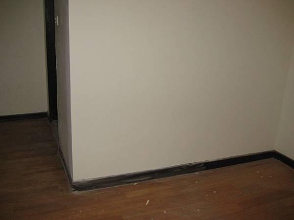 Day7 - 今天完成地壁磚補土作業, 牆壁修補完整, 天花板施作, 浴門安裝 (6)