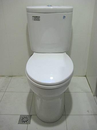 Day8 - 今天完成馬桶及衛浴浴櫃的裝設 (2)