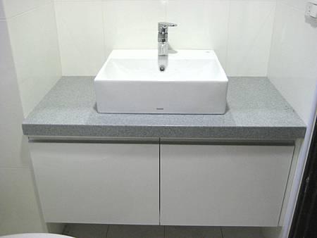 Day8 - 今天完成馬桶及衛浴浴櫃的裝設 (5)