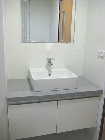 Day8 - 今天完成馬桶及衛浴浴櫃的裝設 (6)