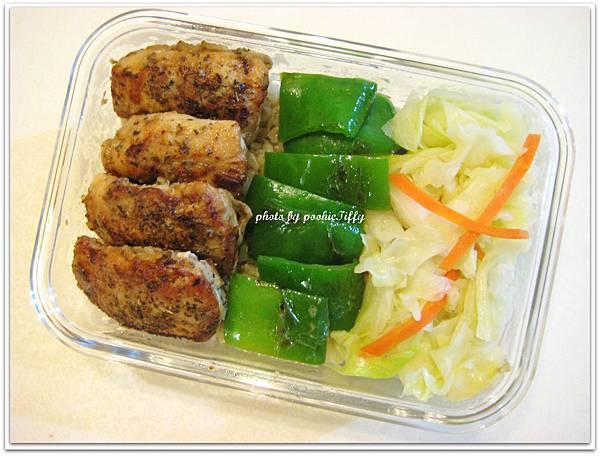 嫩煎香料雞里肌+清炒高麗菜+烤青椒